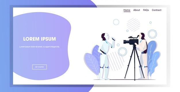 Robot tv giornalista corrispondente che riporta notizie in diretta giornalista video robotico che utilizza la telecamera per l'intervista