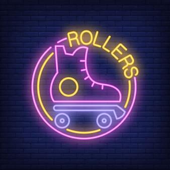 Rulli parola neon con logo del pattino a rotelle. insegna al neon, pubblicità luminosa di notte
