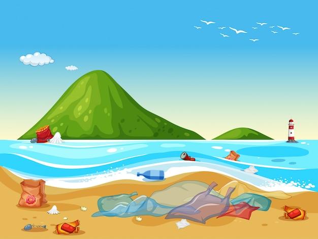 Sacchetti di plastica sulla spiaggia