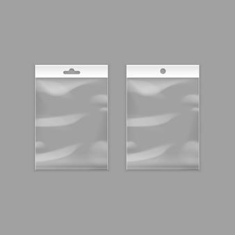 Sacchetti di tasca di plastica trasparenti vuoti sigillati con hang slot close up isolato su fondo