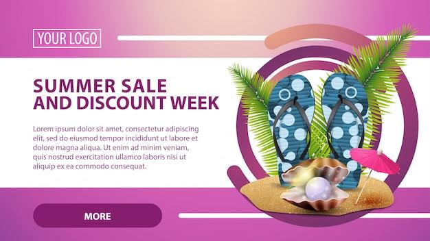 Saldi estivi e sconti settimanali, striscioni con infradito, perle e foglie di palma