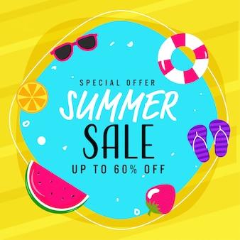 Saldi estivi poster design con offerta di sconto, frutta, occhiali, anello di nuoto, pantofola su sfondo blu e giallo.