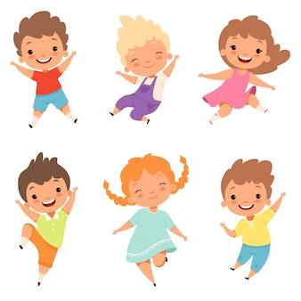 Saltare i bambini. carino sorpreso giocando pazzi felici bambini maschi e femmine personaggi dei cartoni animati di ragazzi e ragazze