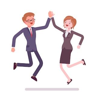 Salto cinque alti delle persone di affari