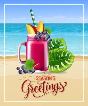 Saluti di stagioni scritte con cocktail e foglie di mare spiaggia.