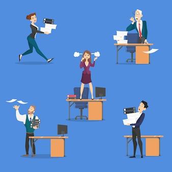 Scadenza fissata. idea di tanti lavori e poco tempo. impiegato in fretta. panico e stress in ufficio. problemi aziendali. piatto