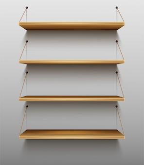 Scaffali di legno vuoti sugli scaffali della parete per i libri