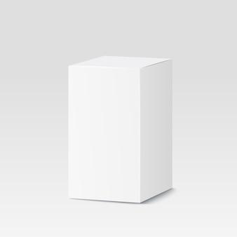 Scatola di cartone su bianco