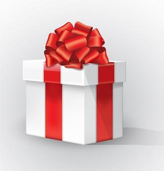 Scatola regalo bianca con fiocco rosso e ombra. curva il nastro rosso con un arco legato della banda dell'oro isolato