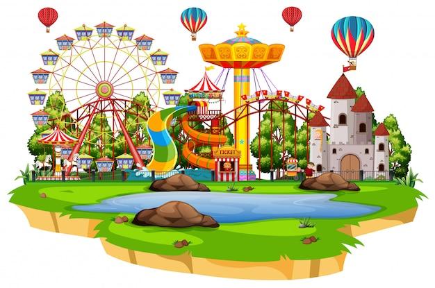 Scena con molte giostre nel funpark su sfondo bianco