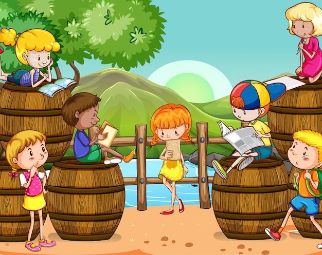 Scena con molti bambini che leggono libri nel parco
