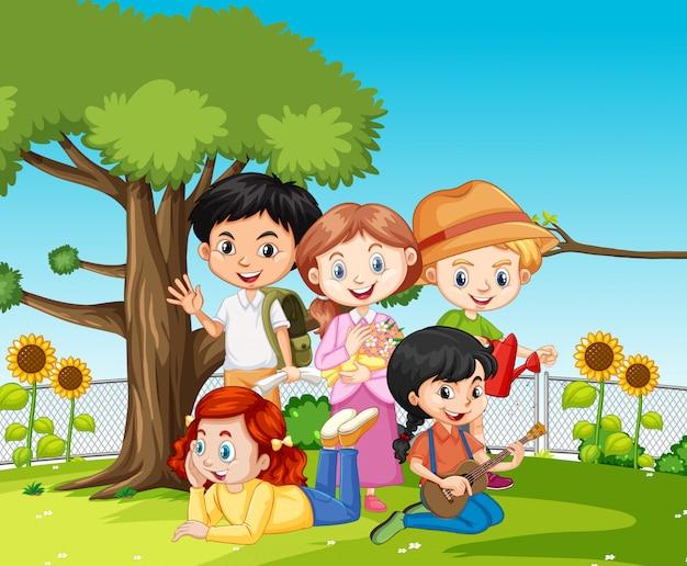 Scena con molti bambini nel parco