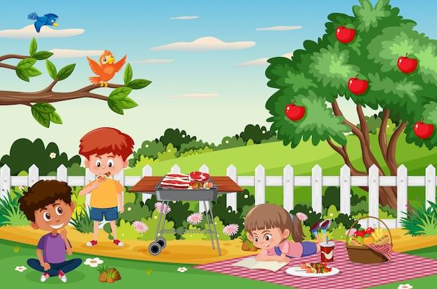 Scena del fondo con i bambini che mangiano nel parco