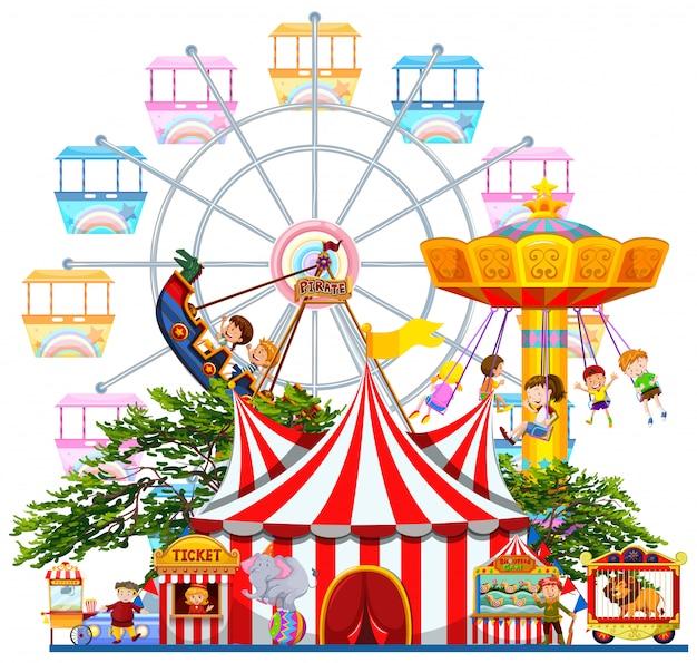 Scena del parco di divertimenti con molte giostre