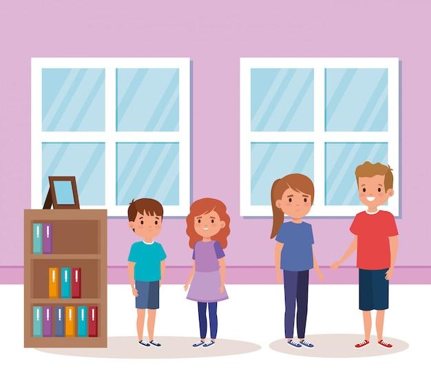 Scena dell'interno della casa dei piccoli bambini svegli