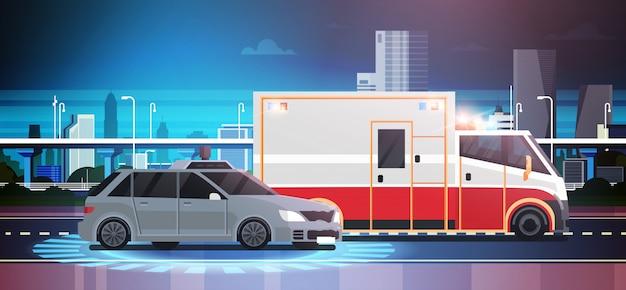 Scena di incidente d'auto di schiacciamento della strada con l'ambulanza
