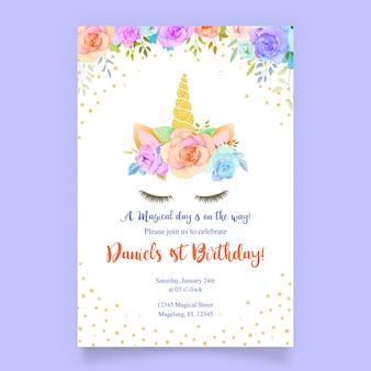 Scheda di compleanno con unicorno e rosa floreale