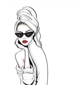 Schizzo di donna glamour in asciugamano e accappatoio