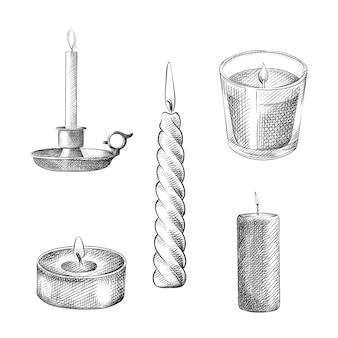 Schizzo disegnato a mano di varie candele accese. il set comprende una semplice candela rotonda lunga, una candela in un bicchiere, una candela in un supporto, una candela conica, una candela a colonna, una candela votiva, una candela tealight
