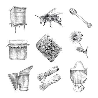 Schizzo disegnato a mano set di apicoltura. il set comprende alveare, ape, vespa, barattolo di miele, cucchiaio di legno per miele, nido d'ape, fiore, guanti d'api, cappello da apicoltore, fumatore di api