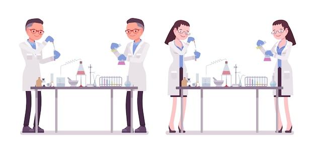 Scienziato maschio e femmina in esperimenti chimici