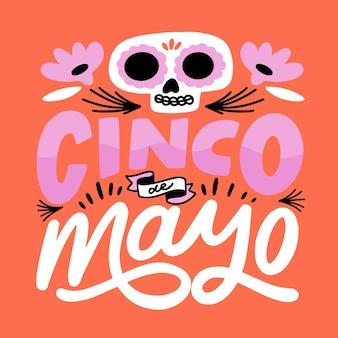 Scritta creativa cinco de mayo con teschio