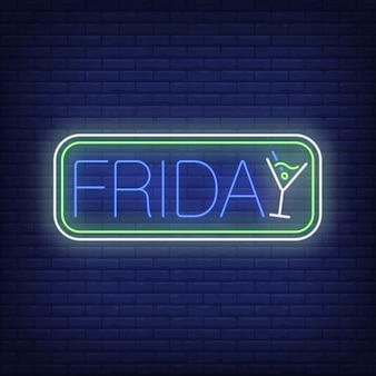 Scritte al neon di venerdì in cornice con cocktail. pubblicità di partito.