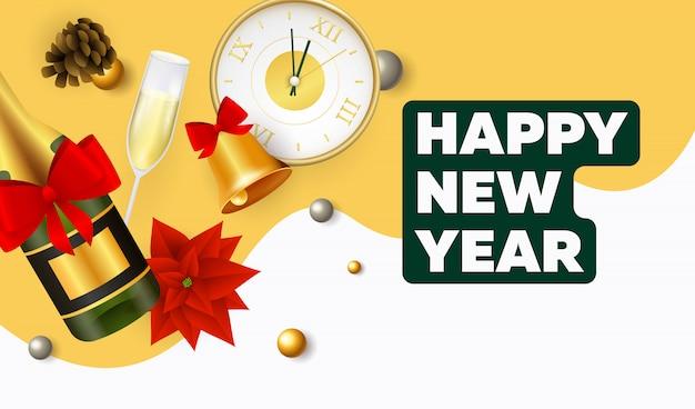 Scritte di felice anno nuovo, orologio, bottiglia di champagne e vetro