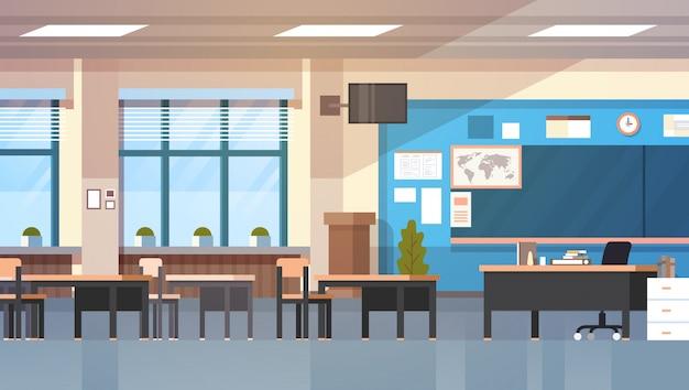 Scrittorio del bordo della classe moderna interna della stanza di classe della scuola vuota