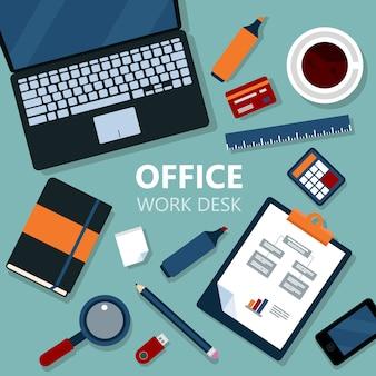 Scrittorio moderno del lavoro d'ufficio con il computer portatile e le attrezzature di ufficio