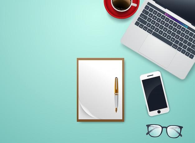 Scrivania con notebook e accessori vettoriale e copyspace