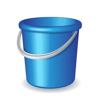 Secchio di plastica blu isolato su fondo bianco