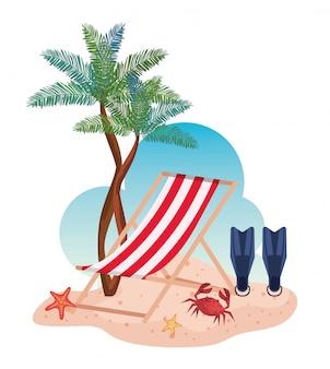 Sedia abbronzante con attrezzatura per l'acqua delle pinne e alberi di palme