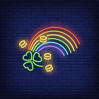 Segno al neon arcobaleno, monete e trifoglio