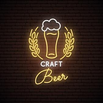 Segno al neon di birra artigianale.