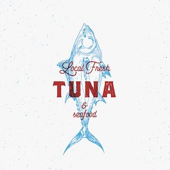 Segno, simbolo o logo astratto dei frutti di mare con l'emblema di tuna fish vintage disegnato a mano.