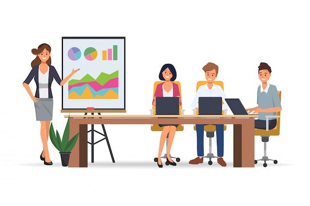 Seminario di uomini d'affari con presentazione professionale e riunione di lavoro di squadra in ufficio.