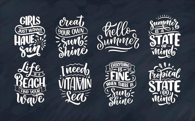 Set con composizioni scritte disegnate a mano sull'estate. slogan stagionali divertenti.