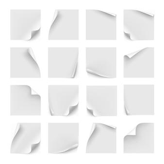 Set di adesivi bianchi. carta per appunti, note e avvisi. pagina adesiva con arricciatura