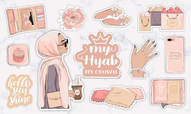 Set di adesivi con oggetti e una moderna giovane donna musulmana che indossa un hijab