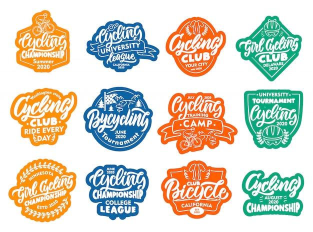 Set di adesivi per ciclismo, biciclette, patch. distintivi colorati, emblemi, francobolli per club su sfondo bianco.