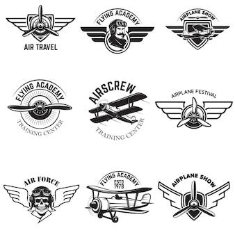 Set di aeronautica, spettacolo aereo, emblemi accademia volante. aerei d'epoca. elementi per logo, badge, etichetta. illustrazione.