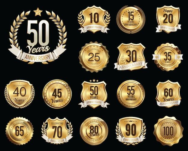Set di badge anniversario d'oro. set di segni di anniversario d'oro