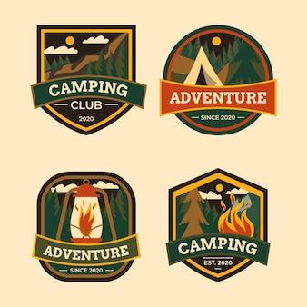 Set di badge vintage per campeggio e avventure