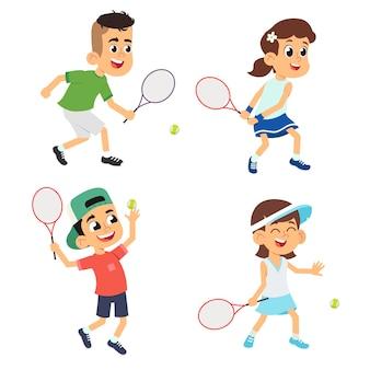 Set di bambini che giocano a tennis.