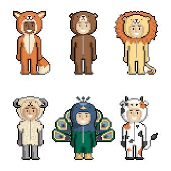 Set di bambini simpatici cartoni animati in costumi di animali