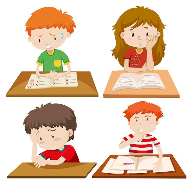 Set di bambini studiano