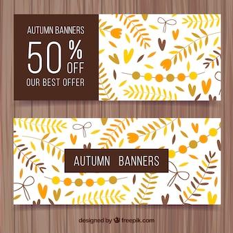 Set di banner d'autunno d'epoca con foglie e sconti