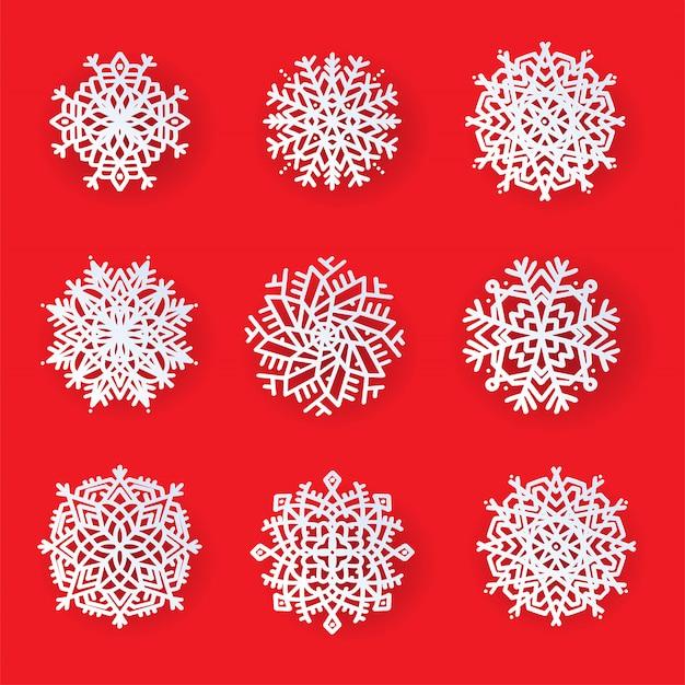 Set di bellissimi fiocchi di neve con taglio laser fantasia. modello di natale, disegni di decorazioni di capodanno. elementi per le vacanze di capodanno