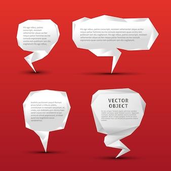 Set di bolle di discorso di carta origami su rosso